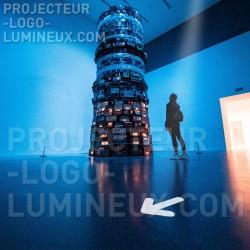 Illuminated arrow projector on the ground