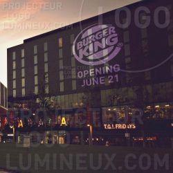 Projection lumineuse logo façade street guerilla marketing