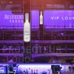 Publicité lumineuse marque alcool établissement de nuit